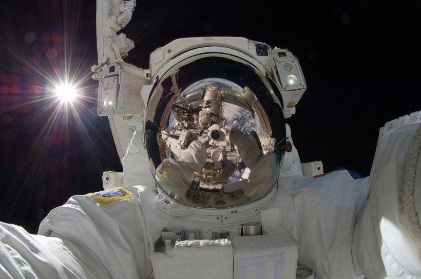 """Când un astronaut greşeşte numărul de telefon: """"Alo, Pământul?!"""""""