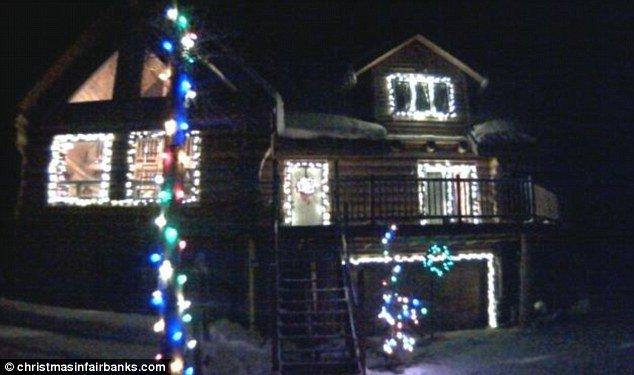 Casa ale cărei luminițe de Crăciun pot fi controlate de pe internet. O poți face și tu