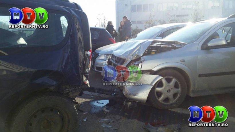 Accident în lanţ în zona Mamaia. Cinci maşini au fost avariate