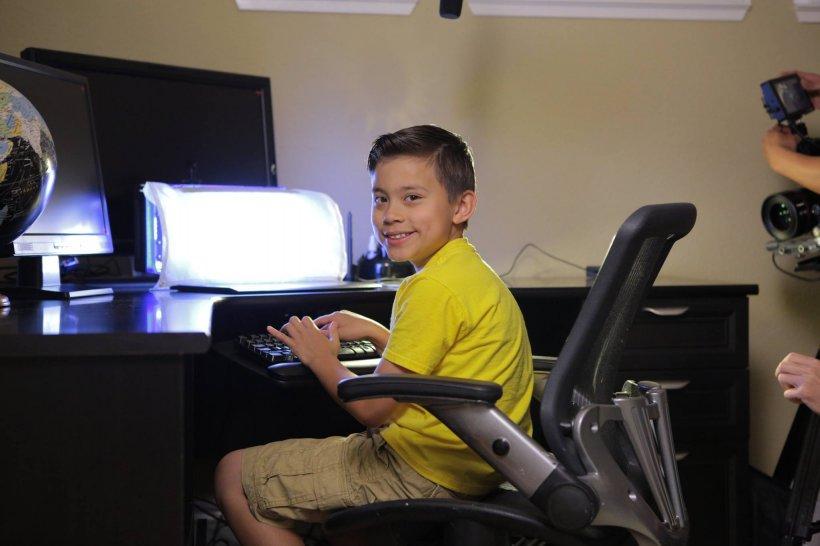 Copilul de nouă ani care câștigă un milion de dolari pe an. Părinții lui nu mai muncesc