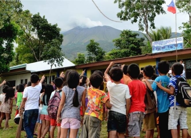 Alertă în Filipine. Unul dintre cei mai activi vulcani a aruncat cenușă în atmosferă