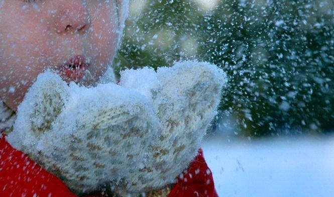 A început să ningă în București. Cum va fi vremea în următoarele zile
