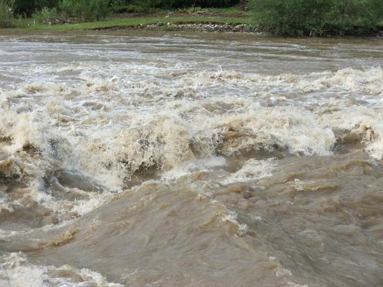Autorităţile se pregătesc de inundaţii