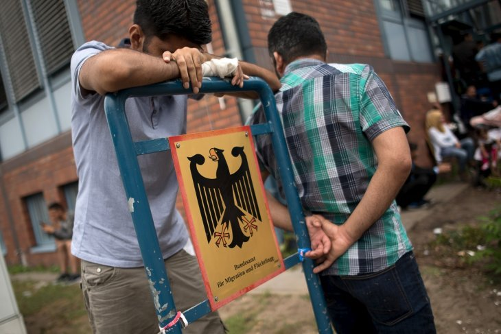 Domenii importante, sacrificate de Germania pentru a-i întreţine pe refugiaţi
