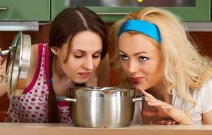 Ce să mănânci și să bei după mesele copioase de sărbători ca să te simți mai bine