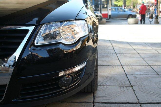 Curtea Constituţională îşi cumpără zece maşini de lux. Judecătorii se vor plimba în autoturisme de 60.000 de euro