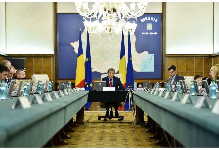 Guvernul discută astăzi, în ultima şedinţă din 2015, majorarea salariului minim