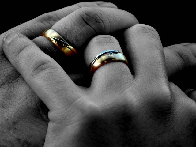 Căsătorii la 'Poarta Sărutului' în noaptea de Anul Nou