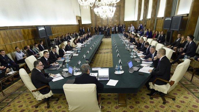 Mii de români, afectați de o măsură luată de Guvern în ultima zi de lucru din 2015