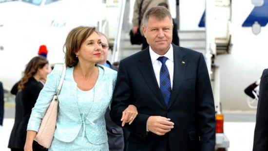 Carmen şi Klaus Iohannis, din vacanţă, la tribunal