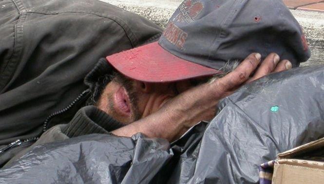 Centre de urgenţă pentru persoanele fără adăpost. Primăria Capitalei pune la dispoziţia cetăţenilor două numere de telefon