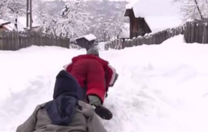 Filmuleţul care îţi va aduce aminte de copilărie. A devenit viral pe internet