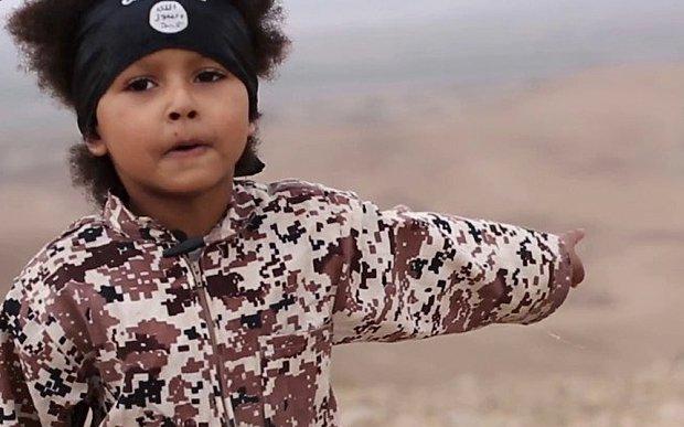 """""""Am fost surprins când am văzut imaginea"""". Cine este copilul din cel mai nou film de propagandă al Statului Islamic"""