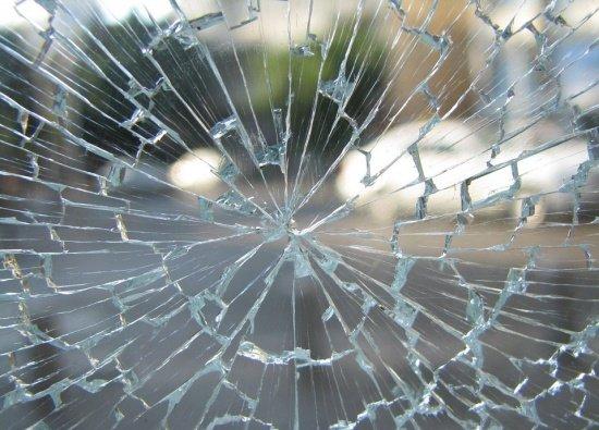 O vedetă internațională este în comă, în urma unui grav accident rutier! Urma să cânte la București