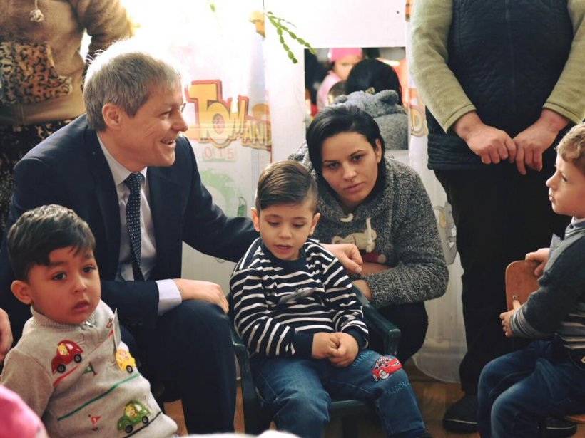 Dacian Cioloș, pe Facebook: Situația este foarte delicată în cazul familiei Bodnariu