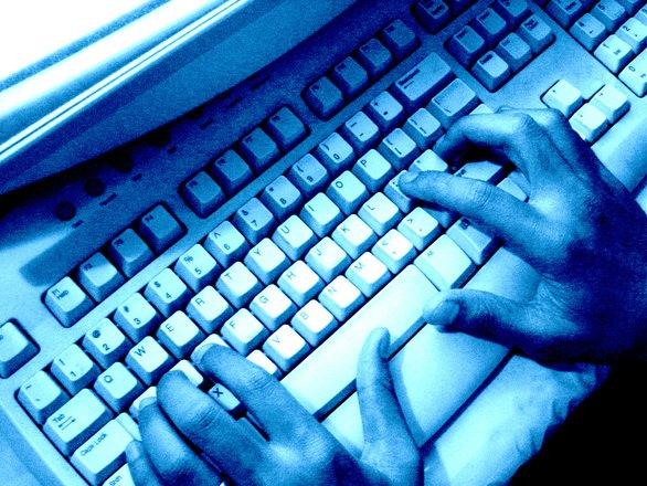 A cunoscut o femeie pe Facebook și a rămas fără bani în conturi. Cum a fost un român înșelat pe internet