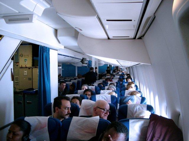 De ce nu este bine să bei cafeaua oferită în avion