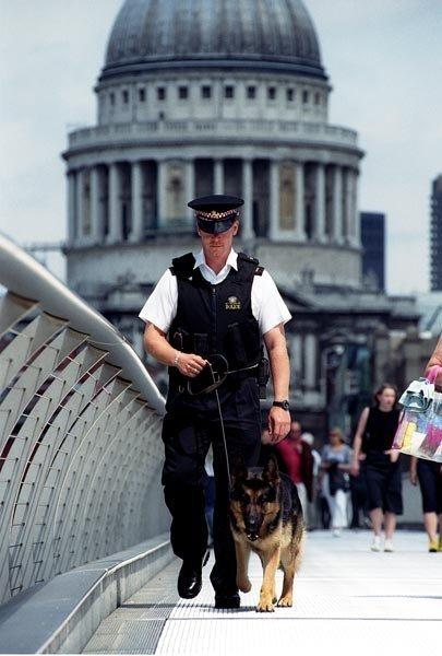 Numărul poliţiştilor înarmaţi din Londra va fi suplimentat