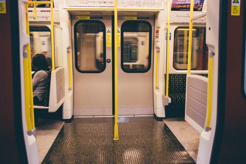 Tragedie la metrou. Un bărbat a murit la Paris după ce a fost târât de tren o staţie întreagă