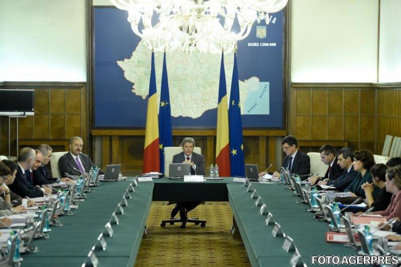 Miniștri din cabinetul Cioloș, case de lux de la RAAPPS, deși au locuințe în Capitală