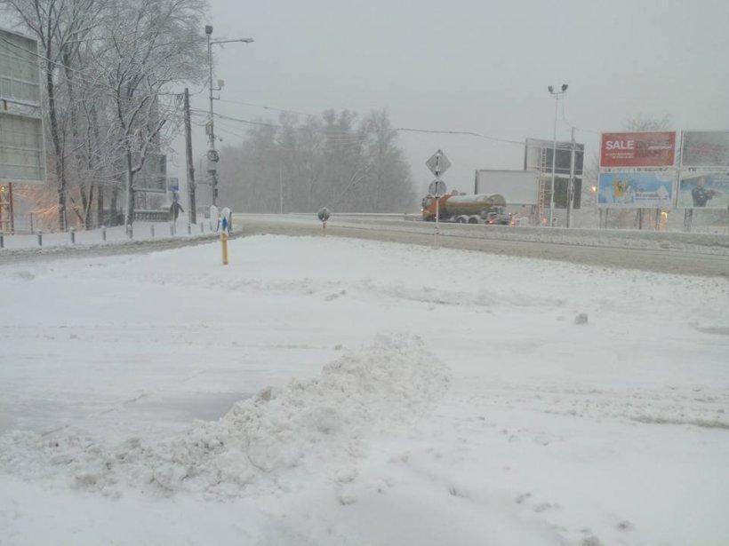 România sub zăpadă. Meteorologii modifică avertizările meteo. Vezi care este starea drumurilor