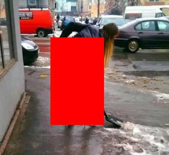 A ieșit în centrul Bucureștiului să curețe zăpada. Oamenilor nu le venea să creadă cum este îmbrăcată tânăra