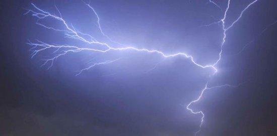 Furtună puternică soldată cu două persoane ucise şi patru copii răniţi