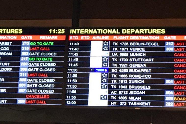 MAE: Atenţionare de călătorie - Sute de zboruri anulate din cauza vremii, la Istanbul