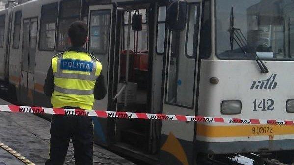 UPDATE. Accident grav în Capitală. Un tramvai a lovit doi pietoni, iar unul a murit
