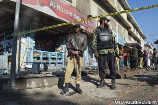 Atac sinucigaş în Pakistan. Cel puţin zece persoane au murit