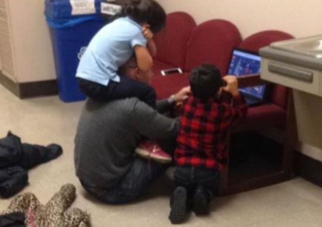 S-a prezentat la examen cu cei doi copii ai săi. Reacția profesorului a fost uimitoare. Ce i-a spus femeii