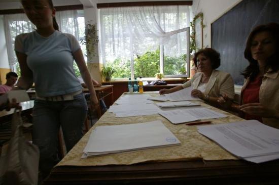 Negocieri dure pentru salariile profesorilor. Sindicaliştii din învăţământ cer salarii mai mari