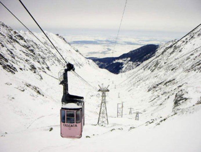 UPDATE. Telecabina de la Bâlea Lac, blocată din cauza unei defecţiuni. 70 de persoane nu pot să coboare de pe munte