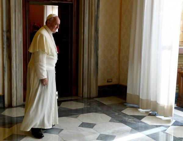 Papa Francisc oferă găzduire unei românce fără adăpost care a născut pe stradă, la Vatican - VIDEO