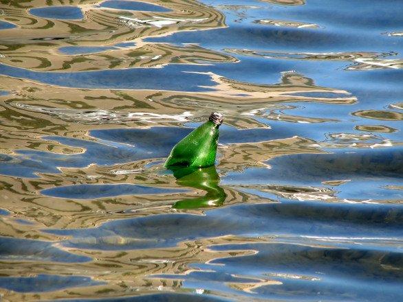 Apocalipsa de plastic: În oceane va exista în 2050 o cantitate mai mare de deșeuri decât de pește