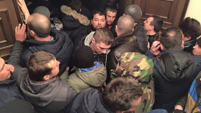 Primele victime ale protestelor de la Chișinău. Șase persoane au ajuns la spital