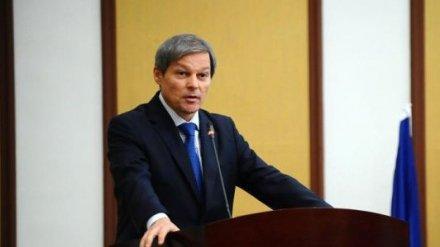 Dacian Cioloș, prins la mijloc de PSD și PNL