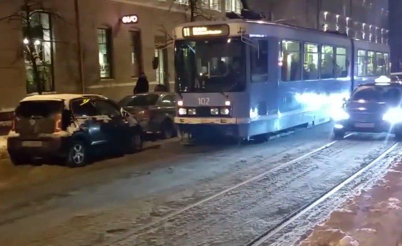 O mașină blochează calea tramvaiului. Cum reacționează norvegienii