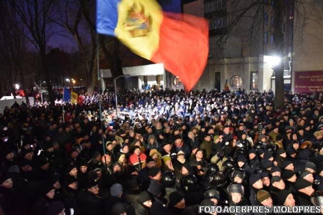 Situație tensionată în Republica Moldova. Apelul președintelui Nicolae Timofti, aflat sub protecția puternică a poliției
