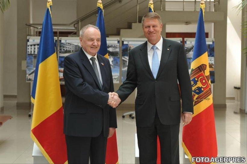Convorbire telefonică Nicolae Timofti - Klaus Iohannis. Ce au discutat cei doi lideri. Președintele român a lansat o invitație
