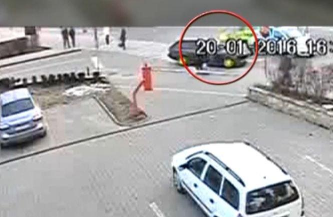 Incident halucinant în Iași. Un polițist a fost lovit și înjurat de un șofer nervos. VIDEO șocant