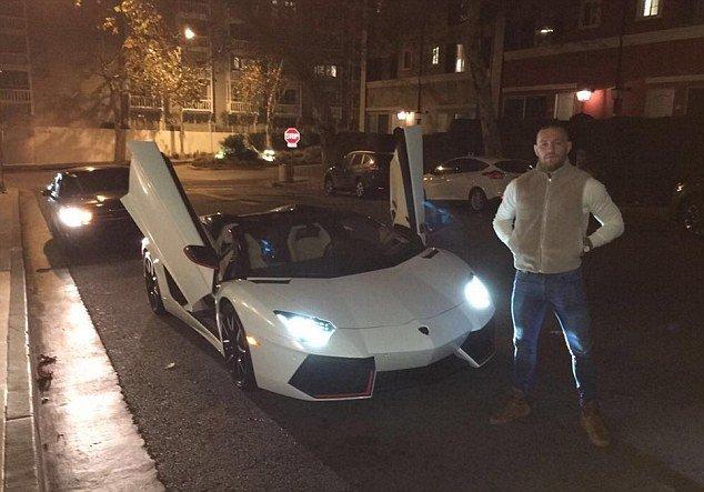 Lamborghini Aventador de 300.000 de euro, pedala la podea. Cine este mega-starul filmat în timp ce încălca toate regulile de circulație