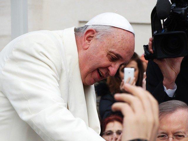 Cum răspunde Papa Francisc unor întrebări puse de copii