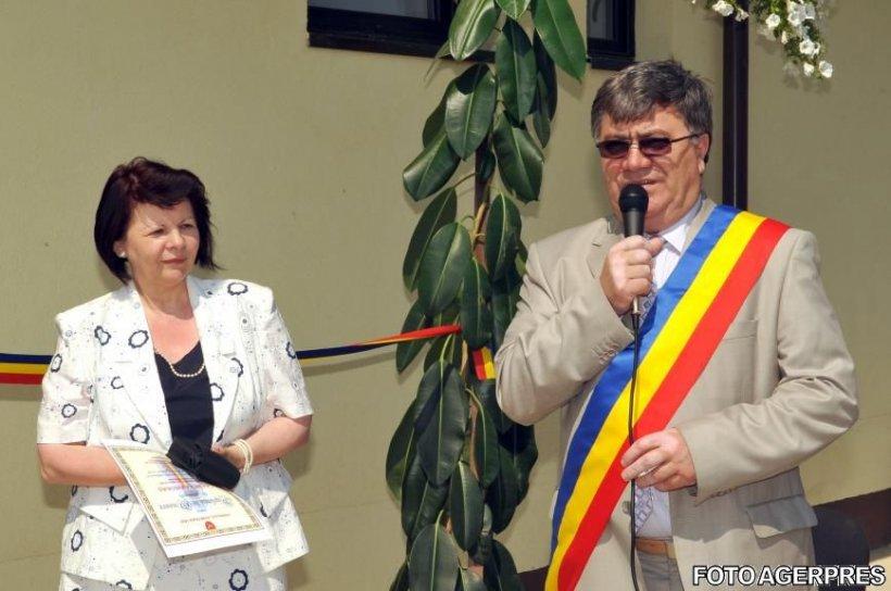 DNA: Primarul și viceprimarul din orașul Hârlău, reținuți pentru 24 de ore