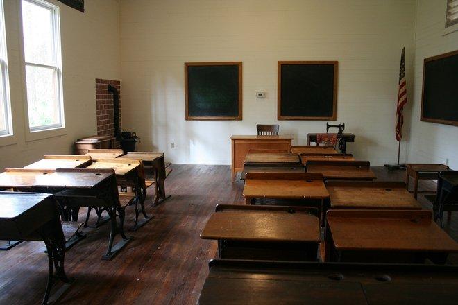 Scandal monstru la un liceu din Ploiești. Ce a putut să posteze un profesor pe Facebook