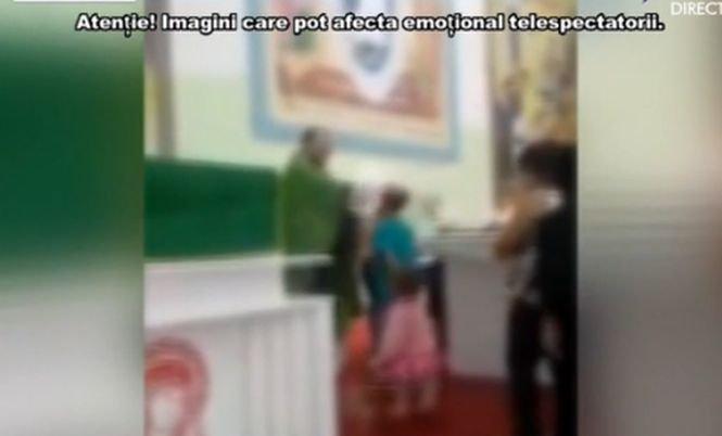 Un nou scandal în Biserică. Preot filmat în timp ce bătea copii în fața altarului