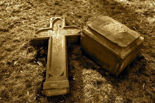 Oamenii au voie să aleagă cum să fie înmormântați