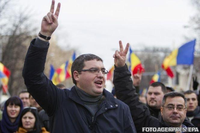 Opoziţia de la Chişinău face planuri să dea jos guvernul, în timp ce premierul e la București