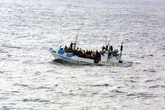 Legea care îngrădește drepturile refugiaților a fost adoptată
