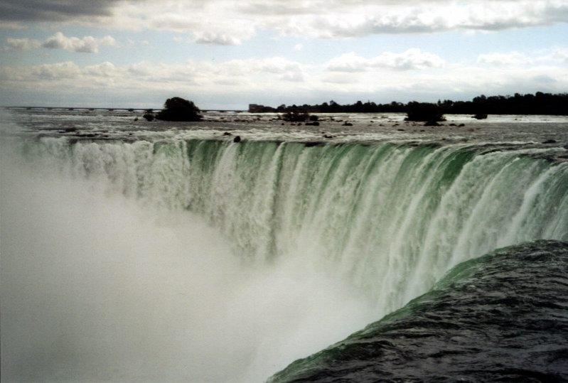 """Vor să """"oprească"""" Niagara. Motivul din spatele bizarei măsuri"""